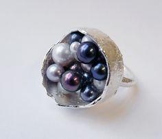 Kelvin J Birk, Box-cast ring with multiple pearls