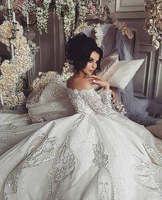 "829 Gostos, 13 Comentários - Brides Hut 💟👭 (@brideshut) no Instagram: ""Yay or Nay? 💗🎀 Tag besties and comment 👭 ➡ @brideshut 💥 ✨SHOP LINK IN BIO ✨"""