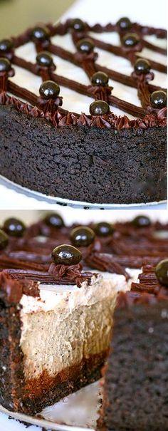 Cappuccino Fudge Cheesecake-my birthday is coming up.in April ; Fudge Cheesecake-my birthday is coming up.in April ; No Bake Desserts, Just Desserts, Delicious Desserts, Dessert Recipes, Yummy Food, Drink Recipes, Coffee Recipes, Dessert Ideas, Savoury Cake