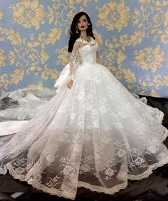 Bestty Doll Gown Outfit Dress Fashion Royalty Silkstone Barbie Model Doll FR////// Just for fun! Barbie Bridal, Barbie Wedding Dress, Barbie Gowns, Barbie Dress, Barbie Clothes, Wedding Dresses, Barbie Doll, Wedding Doll, Fashion Royalty Dolls