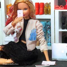 😚 . . . QUER GANHAR UMA BARBIE? PARTICIPE DO SORTEIO! PROCURE A FOTO OFICIAL COM TODAS AS REGRAS E BOA SORTE! . . . #barbie #barbiestyle #look #doll #dollcollector #dollstagram #instadoll #instatoys #toys #collectortoys #toyscollector #barbiecollector #artroys #miniaturas #closet #fashion #itgirl #tumblr #paletanude #naked #makeup