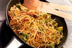 Čínské nudle s kuřecím masem Diet Recipes, Cooking Recipes, Healthy Recipes, Quiche, Speedy Recipes, Good Food, Yummy Food, Asian Recipes, Ethnic Recipes