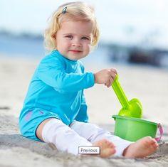 Macaquinho para meninas com proteção solar. Macaquinho com filtro solar que impede a passagem dos raios UV. Moda infantil para crianças e bebês.