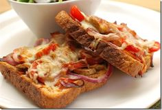 Slimming World Pizza Toast lightly toast bread, top with toppings and bake until cheese melts. Slimming World Pizza, Slimming World Dinners, Slimming World Breakfast, Slimming Eats, Slimming World Recipes, Tostadas, Skinny Recipes, Healthy Recipes, Healthy Drinks