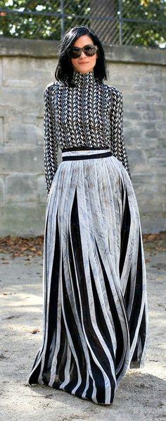 Tenho uma saia parecida com essa!!!Coisas que só acontece num brechó!!!(Givenchy)