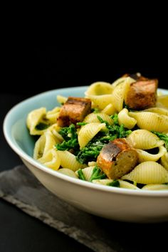 Shell Pasta with Samphire, Spinach & Sausages Pizza Recipes, Vegetarian Recipes, Delicious Recipes, Veggie Sausage, Tinned Tomatoes, Midweek Meals, Stuffed Pasta Shells, Macaroni Cheese