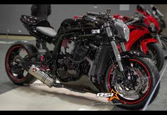 another thing better looks naked after a woman .. Bikes by Daniel Alho / Suzuki SRAD 750 Street Fighter