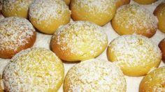 I biscotti allo yogurt sono gustosi e contengono anche poco grassi perchè non vengono preparati con il burro ma solo con un po' d'olio.