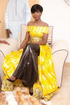 Photos) The breathtaking Sagnse of the charming Khady Faye, in the … – Dakarbuzz Source by dhyanestefany African Dresses For Women, African Attire, African Wear, African Fashion Dresses, African Women, African Clothes, Fashion Mode, Diva Fashion, Womens Fashion