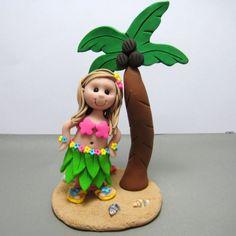 Hula Luau fille danniversaire gâteau  Fabriqué sur commande !  Comment adorable est cette danseuse de hula petite ? Elle est prête à danser à votre