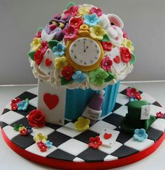 giant cupcake cakes Alice in wonderland giant cupcake Alice in wonderland giant cupcake Large Cupcake Cakes, Cupcake Cake Designs, Big Cupcake, Cupcake Heaven, Giant Cupcakes, Cute Cupcakes, Cupcake Cookies, Mini Tortillas, Mad Hatter Cake