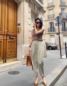 Fashion Dresses Simple cute and comfy casual outfit. Office Fashion, Work Fashion, Fashion Outfits, Fashion Ideas, Casual Work Outfits, Classy Outfits, Pantalon Slouchy, Look Street Style, Vetement Fashion
