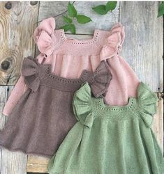 Bebek Örgü Elbise Modelleri We are with you with the sought-after baby knitting models. The baby kni Cute Baby Dresses, Girls Dresses, Knit Baby Dress, Diy Kleidung, Moda Emo, Crochet Blouse, Baby Knitting Patterns, Crochet Baby, Girl Outfits