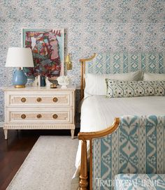 38 classic bedroom decoration design and ideas that make people feel warm 17 Dining Room Walls, Living Room Furniture, Living Room Decor, Bedroom Decor On A Budget, Bedroom Inspo, Bedroom Inspiration, Bedroom Ideas, Antique Dining Tables, How To Dress A Bed