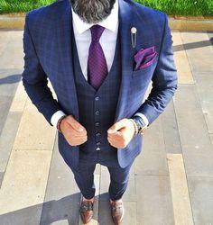 Le costume bleu marine homme – élégance et sobriété Blue Three Piece Suit, 3 Piece Suits, Blue Suit Wedding, Wedding Suits, Wedding Groom, Mens Wedding Looks, Wedding Men, Purple Wedding, Costume Homme Zara