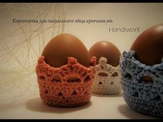 Крозиночка для пасхального яйца. Вязание крючком. Crochet Egg Cozy, Knit Crochet, Easter Crochet Patterns, Crochet Diagram, Vintage Bags, Happy Easter, Easter Eggs, Baby Shoes, Projects To Try