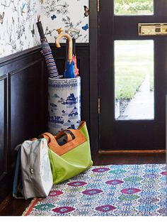 @nataliezlea is this your tote?  If so, can you please let me know the brand?  Your home is absolutely stunning!
