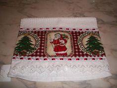 TOALHAS DE LAVABO ,CASAIN,KARSTEN.COM APLIQUE DE TECIDO DE ALGODÃO.ACABAMENTO,DE PASSA-FITA E BORDADO INGLES.OBS;/ AS ESTAMPAS DE PAPAI NOEL ESGOTOU.OBRIGADA.CADA TOALHA DE LAVABO CUSTA 20,00. Bathroom Towels, Kitchen Towels, Towel Dress, Christmas Decorations, Holiday Decor, Dish Towels, Couture, Sewing Projects, Scrap