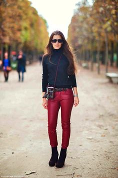 Black top paired with red pants and black ankle boots. All About Fashion, Passion For Fashion, Wine Pants, Black N Red, Denim Tees, Edgy Girls, Stockholm Street Style, Red Pants, Fashion Advice