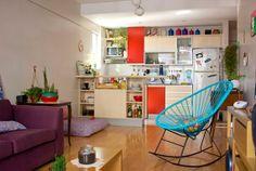 Este apartamento é pequeno. Apenas a sala, cozinha, e o quarto + varanda, e cheio de dicas para aproveitamento de espaço.