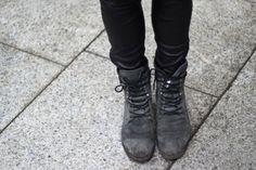 Dr Martens Canada CARLI Boots