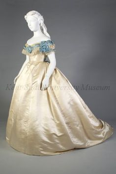 Image of Artifact Victorian Gown, Victorian Fashion, Victorian Ladies, Vintage Fashion, Vintage Tea Party Dresses, Vintage Outfits, Corsage, Civil War Fashion, Civil War Dress