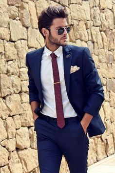 ▷ ideas like blue suit, brown shoes and matching .- ▷ 1001 + Ideen wie blauer Anzug, braune Schuhe und passende Accessoires kombiniert werden dark blue suit modern outfit for businessmen idea red tie sunglasses ray ban model - Mens Fashion Suits, Mens Suits, Terno Slim, Dark Blue Suit, Blue Suits, Blue Suit Brown Shoes, Business Mode, Business Suits, Business Casual