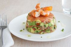 Smoked Salmon with Avocado Salsa and Prawns - Best Recipes Smoked Salmon Recipes, Prawn Recipes, Fish Recipes, Seafood Recipes, Appetizer Recipes, Appetizers, Seafood Dishes, Lunch Recipes, Squats