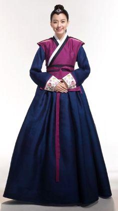 Foto Han Hyo Joo dengan Busana Tradisional korea