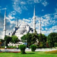 Istanbul Small-Group Walking Tour: Hagia Sophia, Blue Mosque, Topkapi Palace and Grand Bazaar in Turkey Europe Istanbul Tours, Grand Bazaar Istanbul, Istanbul Hotels, Istanbul Turkey, Blue Mosque Turkey, Islam, Hagia Sophia, Photography Tours, Holiday Places