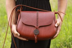https://www.etsy.com/ru/listing/194487333/leather-purse-the-maple-in-cherry-wood?ref=shop_home_active_2