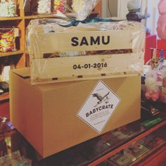 The first babycrate is going across the boarder to Hungary. Gyuri, Congratulations on the birth of your son. Greetings from kraamkratjes.nl