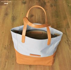SUNNY Grey handmade leather bag by Annamaria Pap Price: 112€