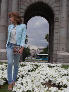 Chaqueta de tweed color mint de COCÓ (tienda de ropa y complementos en Ourense) Formal, Chanel, Duster Coat, Jackets, Beauty, Fashion, Templates, Tweed Blazer, Pastel Colours