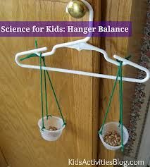 This is a fun science activity for graders to make their own scale and test it with the hanger to make sure it os even. It is a fun and easy way to teach students about science. Kid Science, Elementary Science, Science Lessons, Teaching Science, Science Projects, Summer Science, Physical Science, Science Centers, First Grade Science