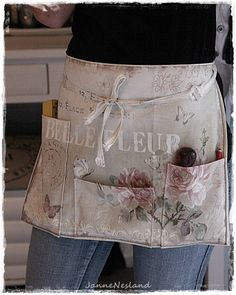 delantal Sewing Caddy, Sewing Aprons, Sewing Kit, Pattern Sewing, Sewing Tools, Cute Sewing Projects, Sewing Tutorials, Sewing Crafts, Jean Apron