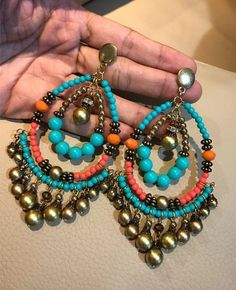 Bead Jewellery, Beaded Jewelry, Jewelery, Jewelry Crafts, Jewelry Art, Jewelry Design, Beaded Earrings Patterns, Memory Wire Bracelets, Statement Jewelry