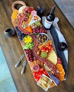 Charcuterie Recipes, Charcuterie And Cheese Board, Cheese Boards, Meat Platter, Food Platters, 40th Bday Ideas, Wine And Cheese Party, Party Trays, Wine Night