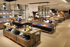 isetan haneda store Shoe Store Design, Shoe Shop, Bag Display, Display Design, Isetan, Bakeries, Department Store, Retail Design, Mall