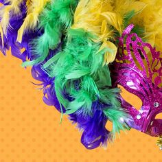 Add a modernize and chic elements of feather for decor on the wedding floral centrepiece that will give a magical touch to the view.##featherfordecor #feathers #decor #craft #DIY #wholesale #carnivaltime #carnivalcostume  Visit: www.schumanfeathers.com Carnival Costumes, Floral Centerpieces, Floral Wedding, Feathers, Touch, Chic, Decoration, Crafts, Shabby Chic
