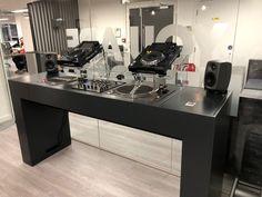 DJ BOOTH   Idokodo Audio Studio, Music Studio Room, Home Studio, Home Living Room, Living Room Decor, Dj Stand, Dj Booth, Dj Equipment, Desk Set