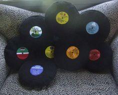 Almofadas em formato de discos de vinil