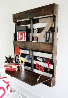 Folding Pallet Desk DIY >>>> Easy to make pallet desk with a fold-up top. Perfect for a hallway or small space, this pallet desk is a true space saver. Pallet Desk, Pallet Shelves, Pallet Furniture, Furniture Ideas, Painted Furniture, Pallet Tables, Wood Desk, Pallet Benches, Pallet Cabinet