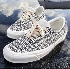 Sneakers happen to be an element of the world of fashion more than you might think. Present day fashion sneakers have little similarity to their earlier forerunners however their popularity continues to be undiminished. High Top Sneakers, Best Sneakers, Vans Sneakers, Sneakers Fashion, Mens Vans Shoes, Sock Shoes, Shoe Boots, Yeezy Boots, Vanz