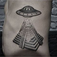What does ufo tattoo mean? We have ufo tattoo ideas, designs, symbolism and we explain the meaning behind the tattoo. Alien Tattoo, Neue Tattoos, Body Art Tattoos, Sleeve Tattoos, Tattoo Drawings, Tattoo Life, Trendy Tattoos, Cool Tattoos, Tatoos