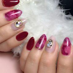 ボルドーネイル。ボルドーのべっ甲柄 1本だけピンクとパープルを混ぜて 可愛らしいカラーに仕上げました。 Japanese Nail Design, Japanese Nails, Nail Envy, Cute Nail Designs, Love Nails, Natural Nails, Nails Inspiration, Beauty Nails, Summer Nails