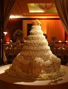 wow! biggest cake i ever saw! ♥ ADD diy www.customweddingprintables.com ♥