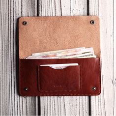 Large leather wallet with a front pocket - Diy and crafts interests Leather Art, Sewing Leather, Leather Design, Leather Tooling, Leather Purses, Handmade Leather Wallet, Leather Gifts, Long Wallet, Simple Wallet