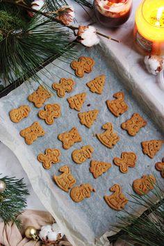 Karácsonyi svéd fűszeres kekszek (pepparkakor) | Ízből tíz Clean Eating, Christmas Tree, Holiday Decor, Cake Pop, Recipes, Advent, Cookies, Home Decor, Hungarian Recipes
