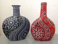 dot painting on wine bottles Painted Glass Bottles, Glass Bottle Crafts, Wine Bottle Art, Diy Bottle, Bottles And Jars, Decorated Bottles, Dot Art Painting, Altered Bottles, Bottle Painting